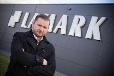 majitel společnosti Milan Kučera, před výrobní halou v Novém Bydžově