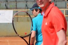Tenis je dalším oblíbeným sportem. Holdují mu především pánové z obchodního a marketingového oddělení.