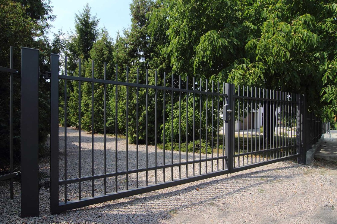 Brána osazená montovaná do ocelového sloupku