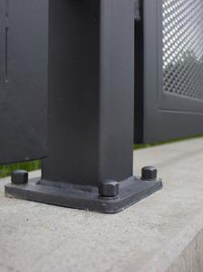 Ocelový sloupek šroubovaný na patku | šedá grafitová barva