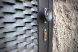 Detail na madlo vchodové branky z tahokovu