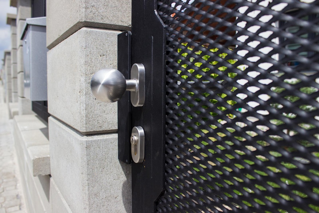 Nerezové madlo vchodová branky z tahokovu