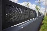 Nízký plotový dílec v betonové zídce