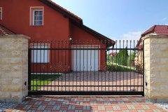 Posuvná samonosná vjezdová brána LAMARK, kovaný plot